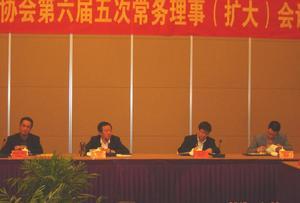 县委书记王良春在省棉协六届五次常务理事会议上致辞。